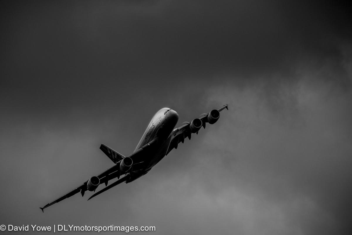 2013 Paris Airshow (Airbus A380 ascending)
